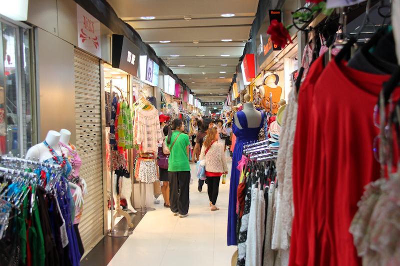 Fashion mall, bâtiment 2, 4ème étage, rangée numéro 5, magasin n°863